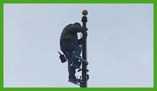 Speeplejack climbing flagpole